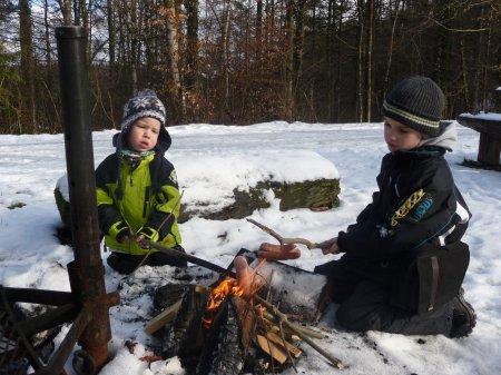 Nik und Tim beim Wintergrillen 2011